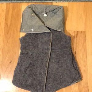 Iviva girl's reversible vest sz 10